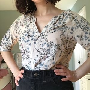 Cute floral blouse size small